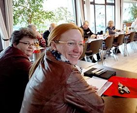 Die Wetzlarer SPD-Bundestagsabgeordnet Dagmar Schmidt (r.) wurde von der SPD-Ortsvereinsvorsitzenden Dr. Ulrike Göttlicher-Göbel (l.) als Gastrednerin auf der Jahreshauptversammlung begrüßt. Foto: Linke