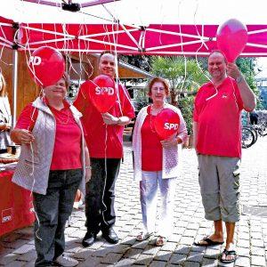 Mitglieder des SPD Ortsvereins Wetzlar betreuten den Stand auf dem sommerfest